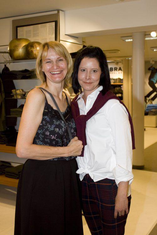 Modefans unter sich: Bettina Nick (l.) und Bianca Ly.
