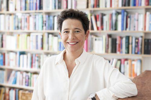 Nach vielen erfolgreichen Büchern für Kinder und Jugendliche präsentiert Irmgard Kramer ihren ersten Roman für Erwachsene.johanna folkmann
