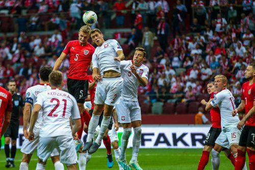 Neben Teamgoalie Cican Stankovic war Stefan Posch (im Kopfballduell) der große Gewinner im ÖFB-Team. Der 22-jährige Verteidiger lieferte gegen Polen eine perfekte Partie.Gepa