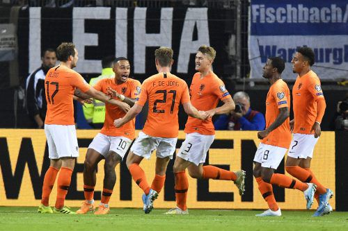 Oranger Jubel in der Hansestadt Hamburg: Die Niederlande gewinnen ein tolles Länderspiel auswärts bei Deutschland mit 4:2.gepa
