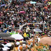 Zehntausende feiern mit Papst Franziskus