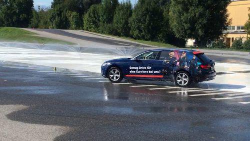 Polizeiautos beim Driving Camp in Röthis: Beamte werden im sicheren Fahren geschult. Polizei
