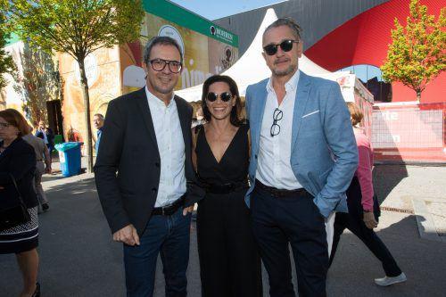 Prisma-Chef Bernhard Ölz (l.) mit Christoph und Sabrina Mießgang (Façona, Mango).