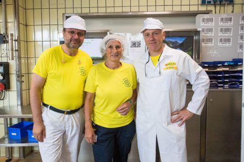 Rauch-Betriebsleiter Martin Peter (r.) mit Alice Stemmer und Sivritas Svat.