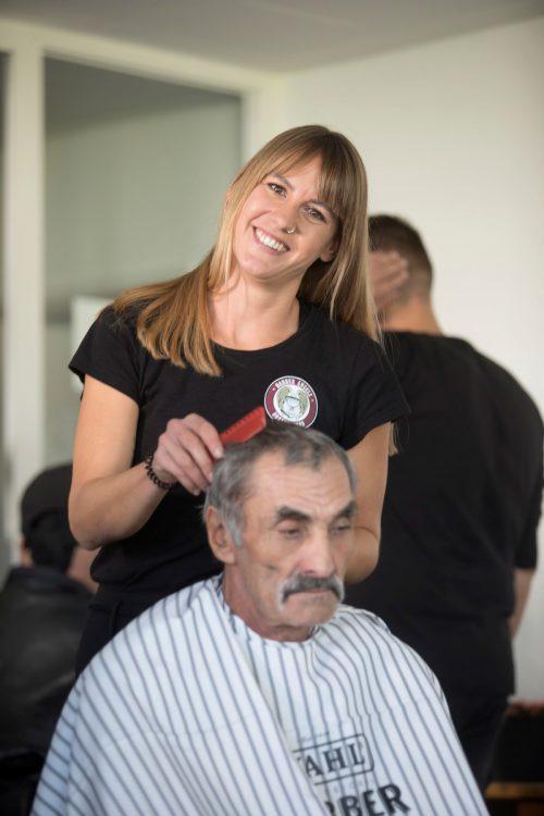 Rebecca Felder bei ihrem ersten Einsatz der Barber Angels Brotherhood.