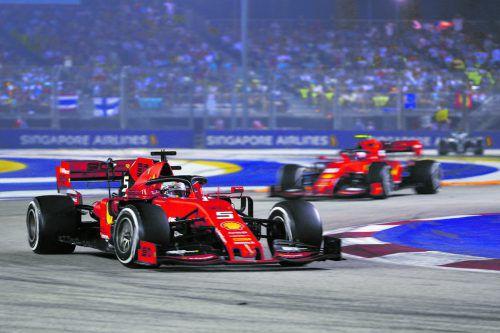 Sebastian Vettel und Charles Leclerc feierten in Singapur den ersten Doppelsieg für Ferrari seit zwei Jahren, da gratulierte auch Lewis Hamilton.ap, apa