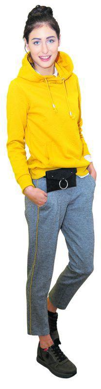 Sportiv             Chrissi präsentiert ein schickes Outfit von Fussl Modestraße: Hoodie 39,99 €, Hose 49,99 €, Gürteltasche 19,99 €. Die Schuhe (49,95 €) sind von Reno.               Lerch