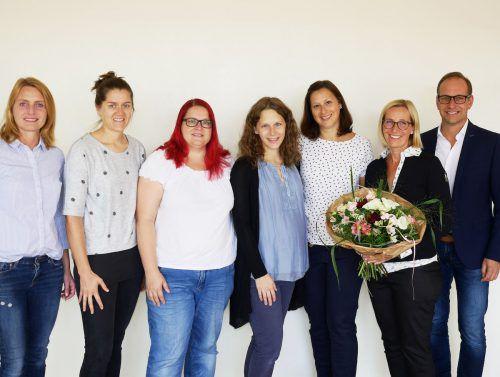 """Stadträtin Angelika Benzer (l.) und Bürgermeister Dieter Egger gratulierten dem Team von """"Gsund in Ems"""". tf"""