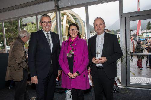 Statthalter Karlheinz Rüdisser mit Birgit und Bischof Benno.