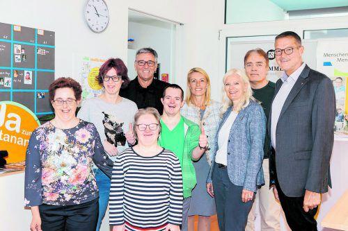 Übergabegäste mit Michaela Wagner-Braito und LR Christian Bernhard.Bilder: FMH