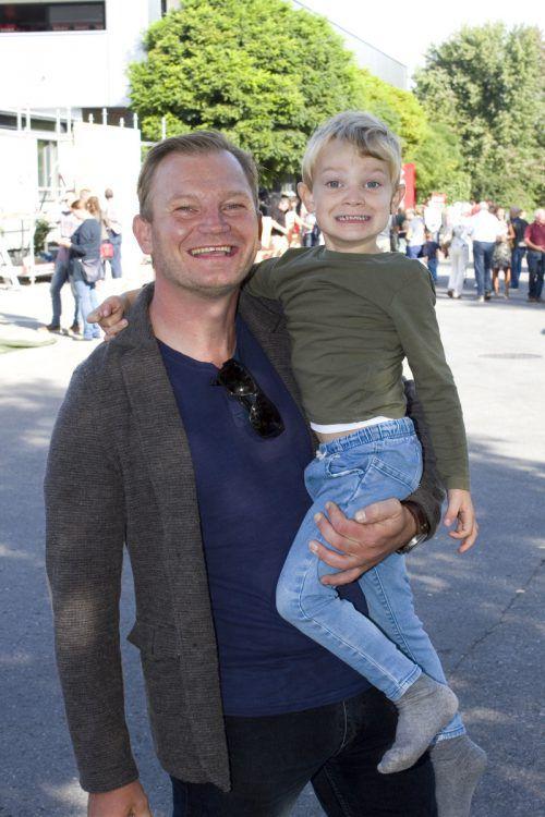 Unter den Gästen: Sänger Daniel Benzer und Sohn Oskar.