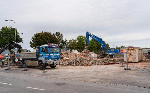 Vom bisherigen Wober-Gebäude blieb nichts als ein Haufen Steine. Künftig wird das Gelände vom Nachbarn Huppenkothen genutzt. VN/Stiplovsek