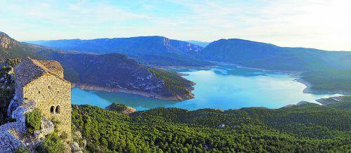 Vom See gelangt man in die beeindruckende, schmale Schlucht.Shutterstock