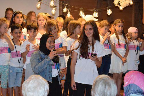 Weltklänge-Gründerin Lea Christa (r.) und Hajer begrüßten die Gäste.