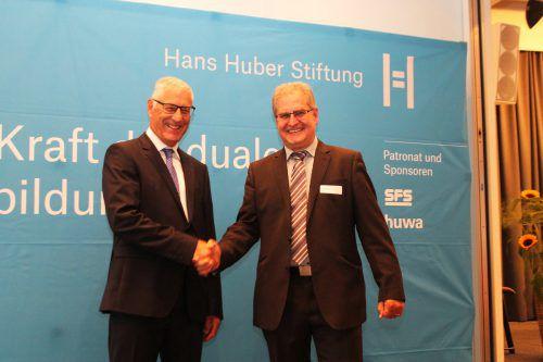Wendelin Eberle mit Stiftungsratspräsident Christian Fiechter. HHS