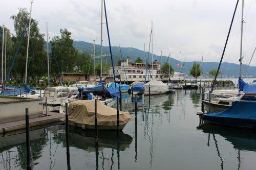 Wer keinen Liegeplatz hat, muss sein Boot ins Wasser bekommen. Über Slipanlagen ist das nur für Trocken- oder Wasserliegeplatzbesitzer erlaubt.