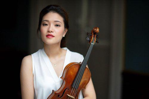 Ye-Eun Choi's farbenfrohes und expressives Geigenspiel beeindruckt die Zuhörer. evgeny evtyukhov