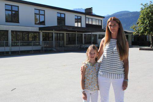 Yvonne wollte für ihre Tochter Zoe einen Klassenwechsel. Die Schulleitung war dagegen. Jetzt kehren sie der VS Ludesch den Rücken.VN/JS