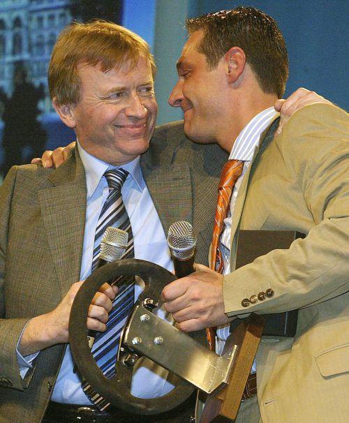 2004 Strache übernimmt das Amt des Wiener FPÖ-Landesparteiobmanns von Hilmar Kabas.