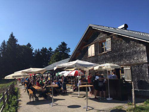 Am Sonntag startet die Saison mit einem Frühschoppen. Ab dann ist die Hütte Maiensäß immer Samstags von 12 bis 19 Uhr und Sonntags von12 bis 17 Uhr geöffnet. Sandra Kathan