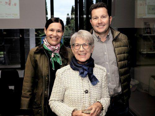 Anwältin Claudia Scheier (l.) mit Mutter Jopi und Baumeister Gerald Illigen.