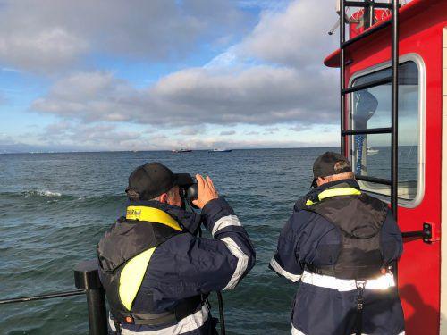 """Auch die Besatzung des Harder Feuerwehrbootes """"Föhn"""" war am internationalen Seenoteinsatz beteiligt. Feuerwehr Hard"""