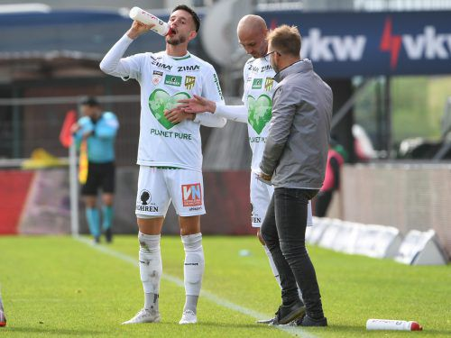 Austria-Trainer Roman Mählich mit Matthias Morys und Marcel Canadi (links), der wegen einer Oberschenkelverletzung ein wenig fraglich ist.gepa