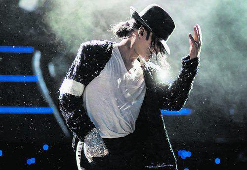 """""""Beat it! – Das Musical über den King of Pop"""" ist eine mitreißende Hommage an einen der größten Entertainer unserer Zeit, dessen Musik unvergessen bleibt. andreas friese"""