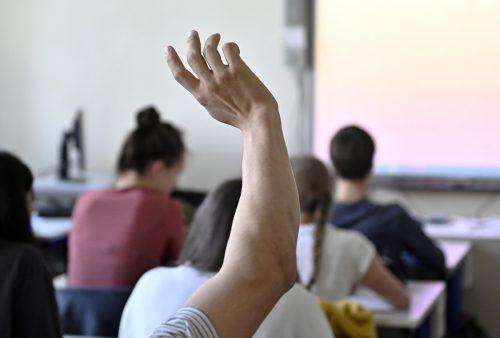 Wie kann das Bildungssystem zeitgemäß gestaltet werden? ÖVP und Grüne, die derzeit Koalitionsgespräche führen, haben unterschiedliche Ansichten. APA