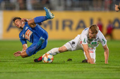 HORN,AUSTRIA,27.SEP.19 - SOCCER - HPYBET 2. Liga, SV Horn vs SC Austria Lustenau. Image shows Florian Sittsam (Horn) and Christoph Freitag (Lustenau). Photo: GEPA pictures/ David Bitzan
