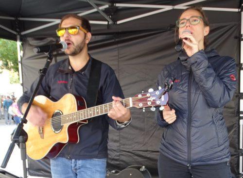 """Das Duo """"La Vida"""" unterhielt die Marktbesucher bestens.tf"""