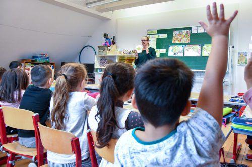 Das Klima in der Deutschförderklasse an der Volksschule Hohenems-Markt ist gut. Die Lehrerinnen sind engagiert, die Schülerinnen und Schüler machen brav mit. VN/Lerch