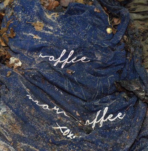 Das T-Shirt, das bei der weiblichen Leiche gefunden wurde.