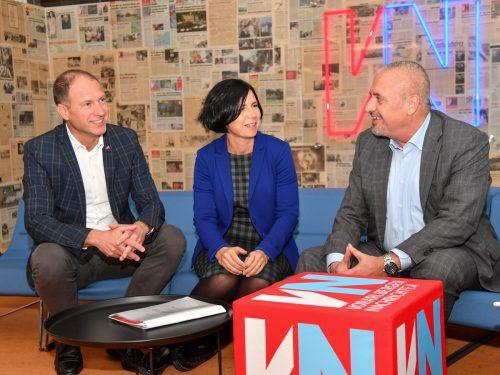Der aus Bregenz stammende Innovations-Botschafter Michael Scherz (r.) mit den Außenwirtschaftsfachleuten Christina Marent und Christoph Plank (l.).VN/Lerch