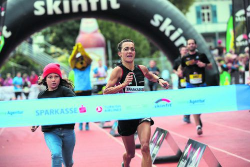 Der Bregenzerwälderin Sandra Urach gehörten nach dem Rennen die Schlagzeilen. Doch die 43-Jährige feierte ihren dritten Marathonsieg, trotz Landesrekord, nicht überschwenglich.