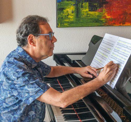 Der Pianist Iván Kárpáti vertont das literarische Werk von Peter Reutterer.lcf