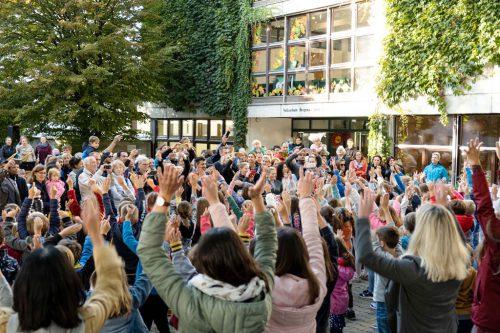 Die Eröffnung des neuen Raumes fand im Rahmen eines großen Herbstfestes statt.