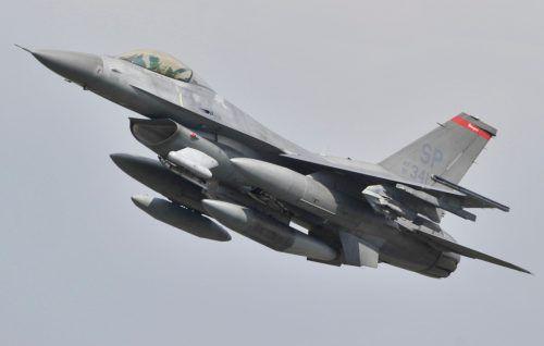 Die F-16-Maschine beim Abheben vom Flugplatz Spangdahlem. AFP