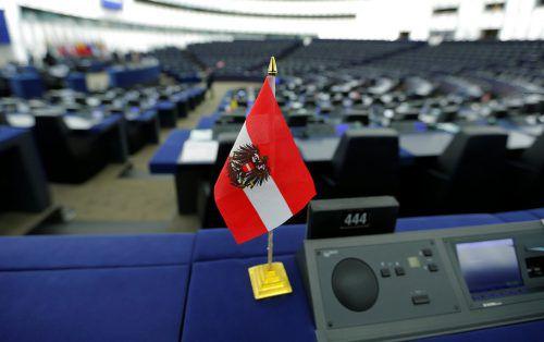 Die Flagge ist im EU-Parlament: Wie es hierzulande weitergeht, wird beobachtet. rTS