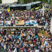 Eltern organisieren Mahnwachen für den Klimaschutz