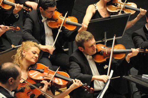 Die K&K Philharmoniker spielen mit Hingabe Strauß. kendlinger