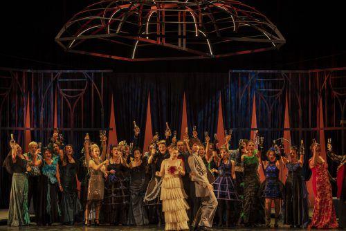 """Die Premiere der Operette """"Die Fledermaus"""" findet am Freitag in Götzis statt. Die musikalische Leitung hat Nikolaus Netzer inne. Barbara Herold inszeniert im Bühnenbild von Hartmut Holz. mtvo/Lampelmayer"""