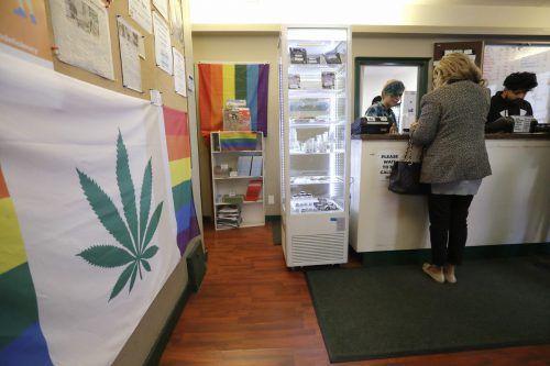 """Die Regierung in Ottawa ist noch lange nicht da, wo sie mit dem """"Cannabis Act"""" hinmöchte. Eine Studie ergibt, dass 40 Prozent ihr Cannabis auf illegalem Weg kaufen. AP"""