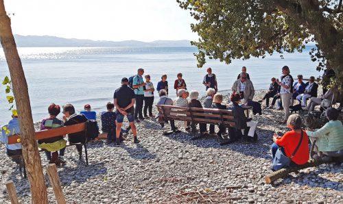 Die Seniorenbund-Mitglieder genossen die Weinverkostung am Bodenseeufer.sb 50 plus