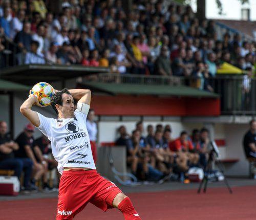 FC-Dornbirn-Kapitän Aaron Kircher ist auch bekannt für seine weiten Einwürfe. Der Mittelfeldspieler sieht die Austria klar im Vorteil, glaubt aber dennoch an eine Chance.gepa