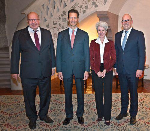 Die Wirtschaftsminister zu Gast im Schloss: (v. l.)Peter Altmaier, Deutschland, Erbprinz Alois, Elisabeth Udolf-Strobl, Österreich, und Daniel Risch, Liechtenstein. IKR