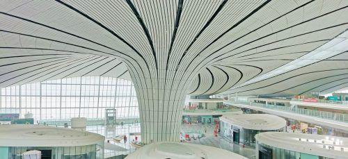 Die Zumtobel-Tochter Tridonic versorgt den Flughafen Beijing Daxing International Airport unter anderem mit über 5000Treibern. Fa