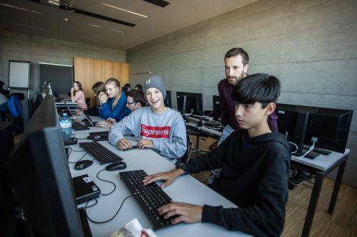 Im vierteiligen Code Base Camp können sich die etwas über 40 Jugendlichen für die digitale Welt fit machen. VN/Steurer