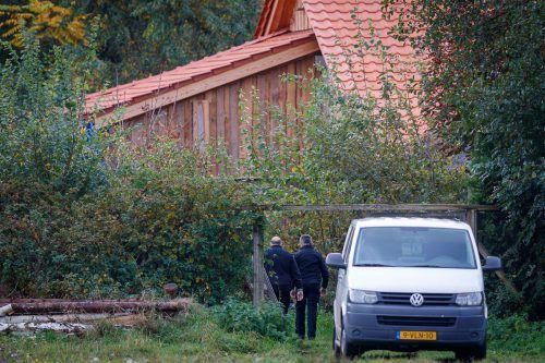 Ein Sonderteam mit insgesamt 30 Beamten ist mit den Ermittlungen betraut worden. Die forensische Untersuchung des Bauernhofs wurde am Freitag fortgesetzt. AFP