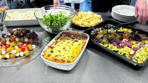 """Eine bunte Mischung von Essen aus aller Welt kam auch dieses Mal auf den Tisch bei """"Grenzenlos kochen"""". Henning Heilmann"""
